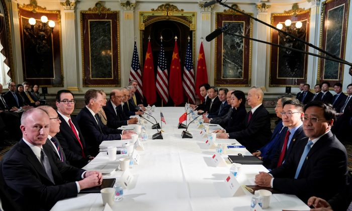 U.S. Trade Representative Robert Lighthizer (4thL), Treasury Secretary Steven Mnuchin (3rdL), Commerce Secretary Wilbur Ross, White House economic adviser Larry Kudlow and White House trade adviser Peter Navarro pose for a photograph with China's Vice Premier Liu He (4thR), Chinese vice ministers and senior officials before the start of US-China trade talks at the White House in Washington, DC on Feb. 21, 2019. (Joshua Roberts/Reuters)