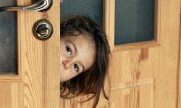Kids Ignore Parents' Warning and Open Door When Stranger Says He's 'Mommy's Friend'