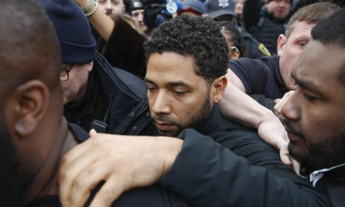 """""""Empire"""" actor Jussie Smollett leaves Cook County jail following his release, in Chicago,on Feb. 21, 2019. (Kamil Krzaczynski/AP Photo)"""