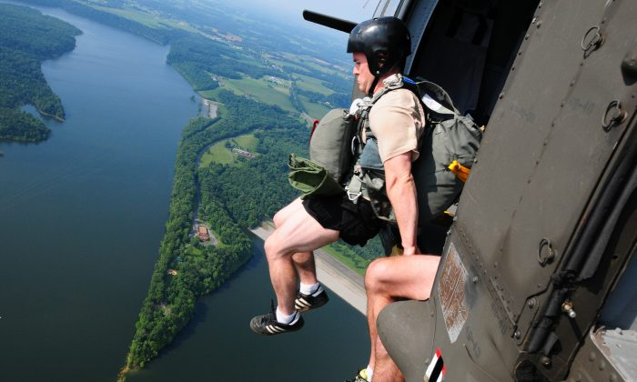 Soldiers of the 20th Special Forces Group conduct a deliberate water airborne jump over Green River Lake near Cambellsville, Ky., July 13, 2013. (U.S. Army National Guard photo by Staff Sgt. Scott Raymond)