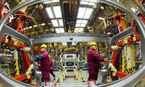 China February Factory Activity Seen Shrinking for Third Month