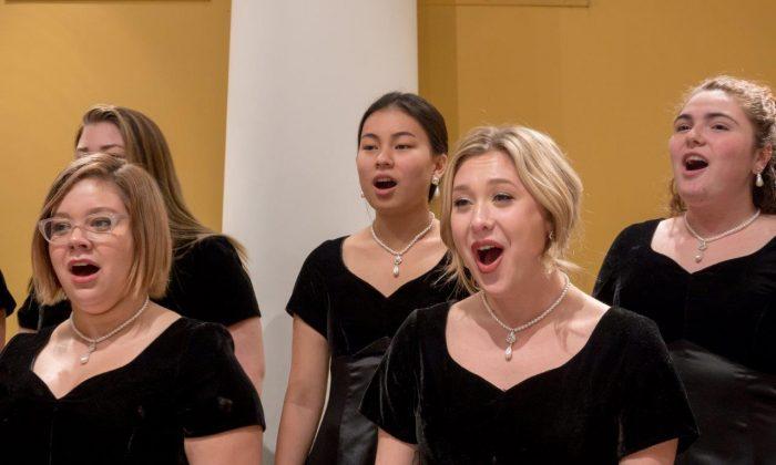 Saint Mary's College Women's Choir. (Matt Cashore)