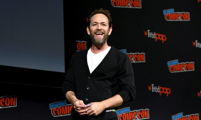 Luke Perry speaks onstage at the Riverdale Sneak Peek and Q&A during New York Comic Con at The Hulu Theater at Madison Square Garden on October 7, 2018 in New York City.  (Photo by Andrew Toth/Getty Images for New York Comic Con)