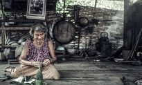 82-Year-Old with Terribly Bent Back Survives on $2 a Day, and She's So Upbeat