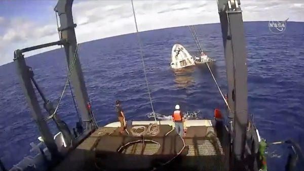 SpaceX unmanned capsule splashing into Atlantic Ocean
