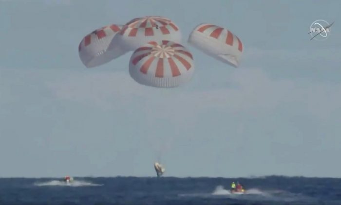 An unmanned capsule of the SpaceX Crew Dragon spacecraft splashes down into the Atlantic Ocean, after a short-term stay on the International Space Station, in this still image from video, in the Atlantic, about 200 miles off the Florida coast, on March 8, 2019. (Courtesy NASA/Handout via Reuters)