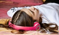 Student Wakes Completely Deaf in One Ear After Falling Asleep With Earbuds