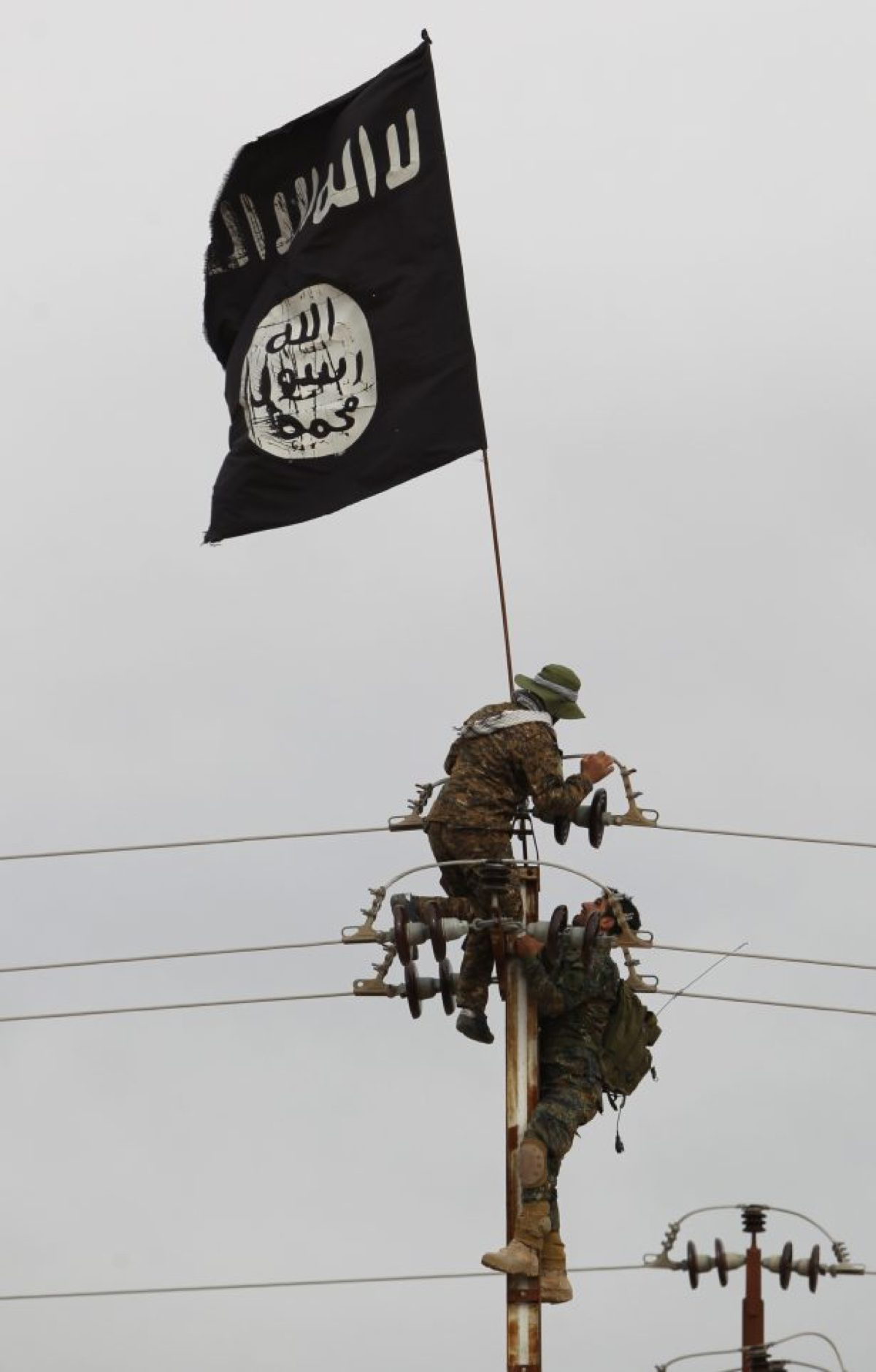 ISIS take down flag-513527856-615x963