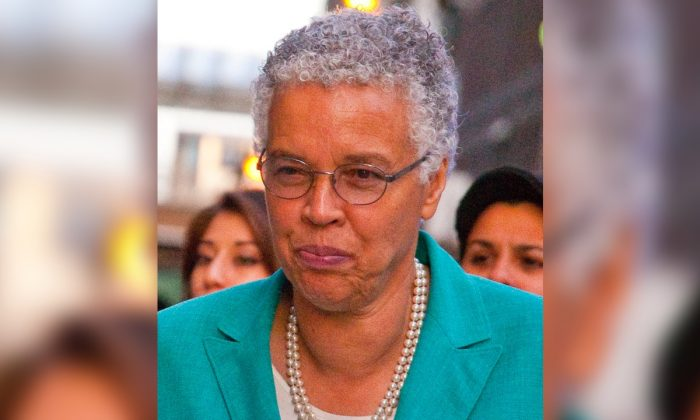 Toni Preckwinkle. Charles Edward Miller from Chicago, United States [CC BY-SA 2.0 (https://creativecommons.org/licenses/by-sa/2.0)]