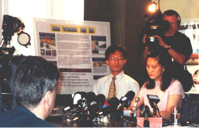 Ying Zhu (R) speaks about her ordeal in China at a press conference in Montreal on June 22, 2001, soon after she returned to Canada. Over 20 media outlets were represented at the press conference. (The Epoch Times)