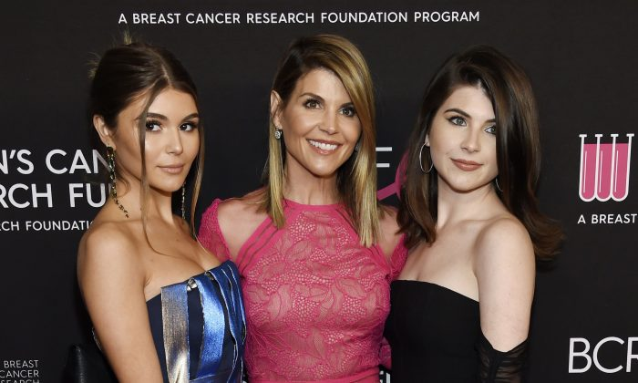 "Actress Lori Loughlin, center, poses with daughters Olivia Jade Giannulli, left, and Isabella Rose Giannulli at the 2019 ""An Unforgettable Evening"" in Beverly Hills, Calif., on Feb. 28, 2019. (Chris Pizzello/Invision/AP)"