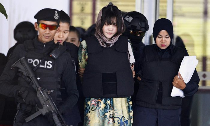 Vietnamese Doan Thi Huong, center, is escorted by police as she leaves after a court hearing at the Shah Alam High Court in Shah Alam, Malaysia, on April 5, 2018. (AP Photo/Sadiq Asyraf, File)