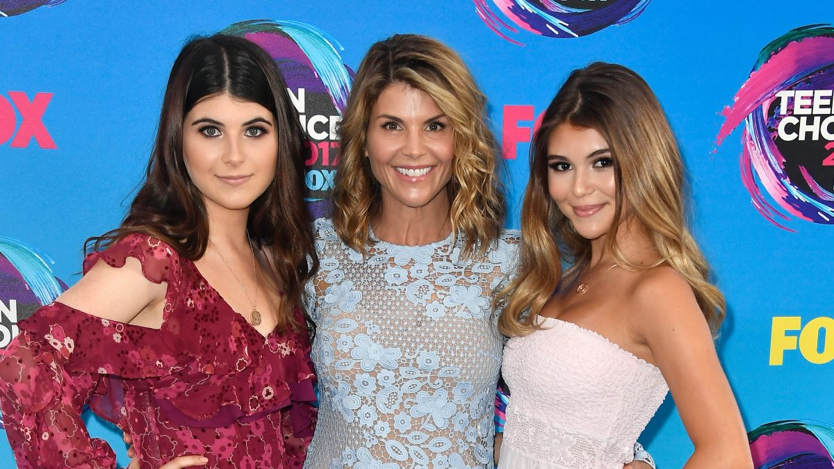 isabella Giannulli, Lori Loughlin, and Olivia Jade Giannulli attend the Teen Choice Awards 2017
