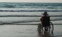90-Year-Old Woman Cries Tears of Joy Going to the Beach for the First Time