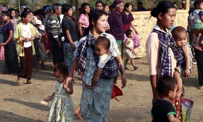 Refugee women with children gather in their refugee camp in Myitkyina, Kachin state, northern Burma on Feb. 22, 2012. (Khin Maung Win/AP)