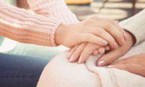 Grief-Stricken Mom of Stillborn Baby Grateful to Nurse Who Spoke to Her 'Soul'