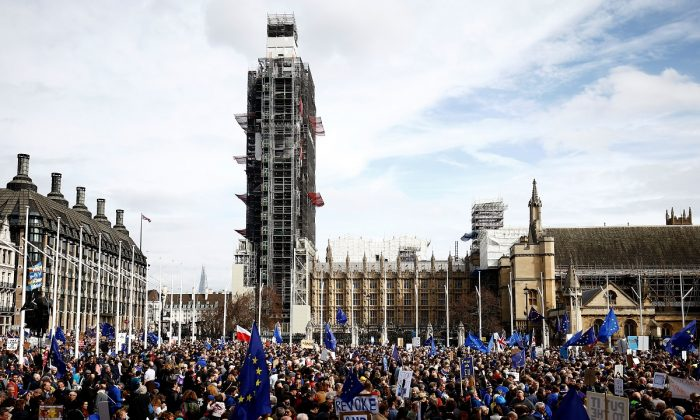 EU supporters, calling on the government to give Britons a vote on the final Brexit deal, participate in the 'People's Vote' march in central London, Britain on March 23, 2019. (Henry Nicholls/Reuters)