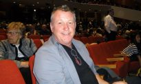 Floral Design Expert Impressed by Shen Yun Colors
