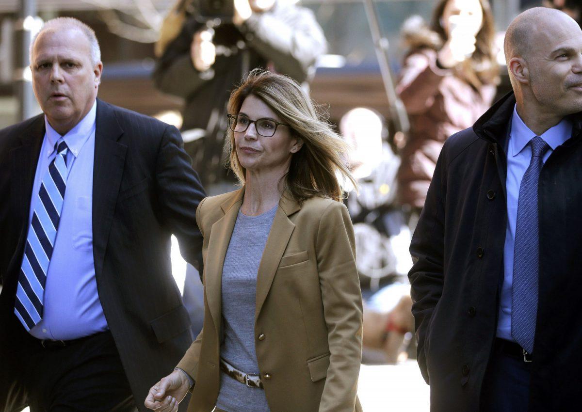 Actress Lori Loughlin arrives at federal court