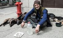 No One Bothers to Spare $1 for Man to Help Him Get Back Home, Until He Asks a Beggar