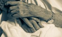 Inseparable Elderly Couple Get Adjacent Beds in Hospital to Spend Wife's Final Days