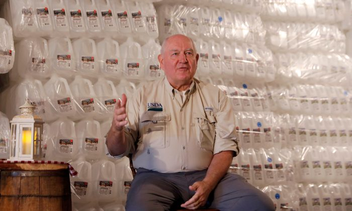 U.S. Agriculture Secretary Sonny Perdue speaks to dairy farmers at Trinity Valley Dairy in Cortland, New York, U.S. on Aug. 23, 2018. (Shannon Stapleton/Reuters)
