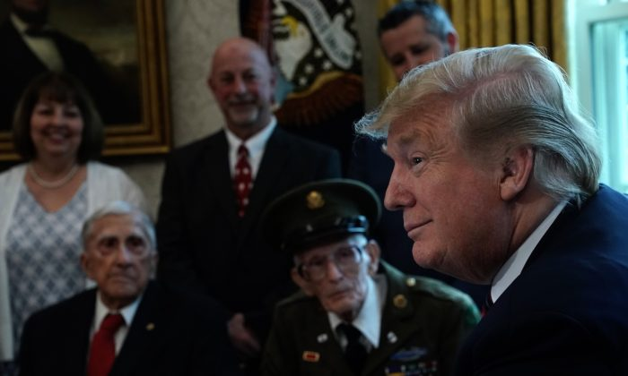 President Donald Trump meets with World War II veterans including Paul Kriner (2nd L) and Floyd Wigfield (3rd L) in the Oval Office of the White House in Wash., DC., on April 11, 2019. (Alex Wong/Getty Images)