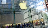 Apple Employee Helps Anxious Mom After Autistic Son With Down Syndrome Crashes Into Wall