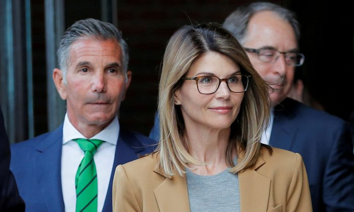 Actor Lori Loughlin, and her husband, fashion designer Mossimo Giannulli, leave the federal courthouse after facing charges in a nationwide college admissions cheating scheme, in Boston, Mass., on April 3, 2019. (Reuters/Brian Snyder/File Photo)