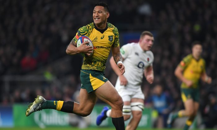 Israel Folau of Australia breaks through to score during the Quilter International match between England and Australia at Twickenham Stadium on Nov. 24, 2018 in London, United Kingdom. (Shaun Botterill/Getty Images)