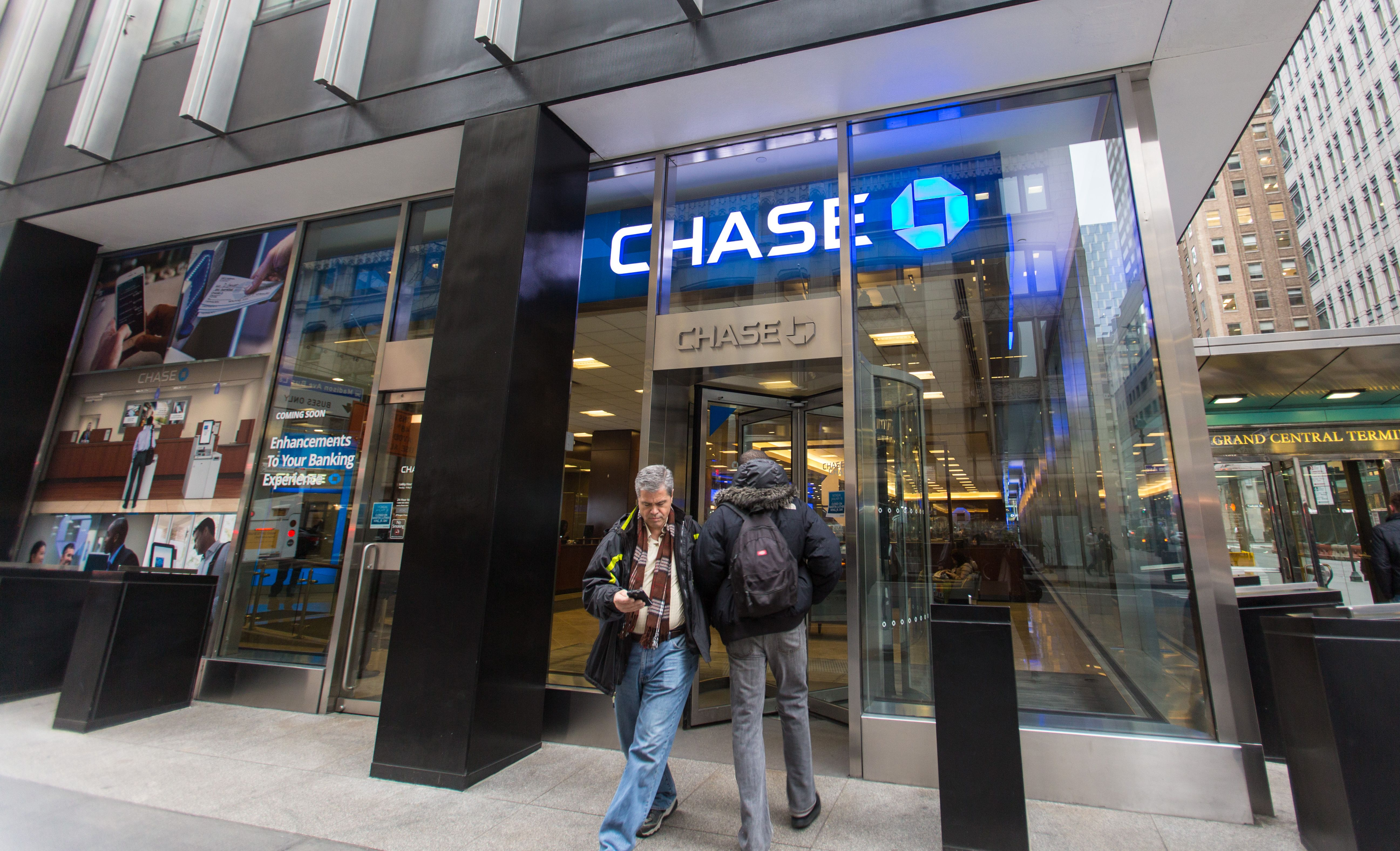 theepochtimes.com - Petr Svab - Chase Bank Denies Political Motives as Controversy Erupts Over Closed Accounts