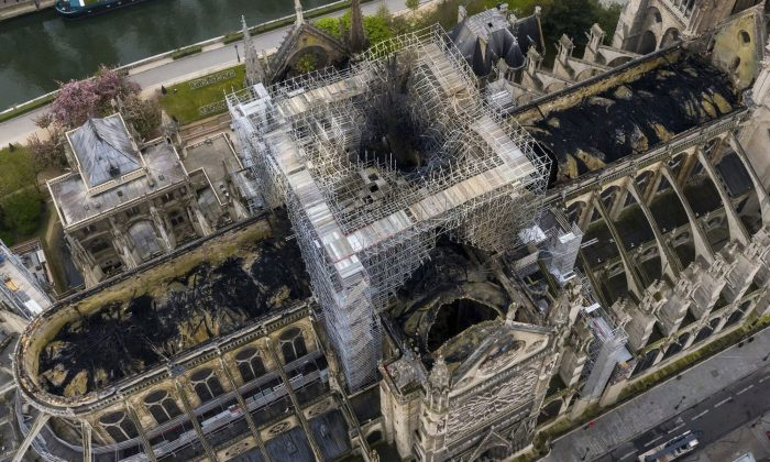 Man and Girl From Viral Photo Taken Before Notre Dame Fire Are Found