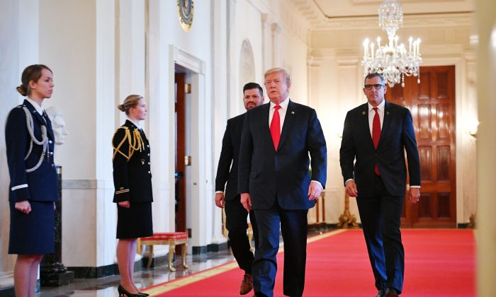 President Donald Trump flanked by Jose Ramos (L) and Lt. Gen. Michael Linnington, both from the Wounded Warrior Project, at the White House on April 18, 2019. (MANDEL NGAN/AFP/Getty Images)