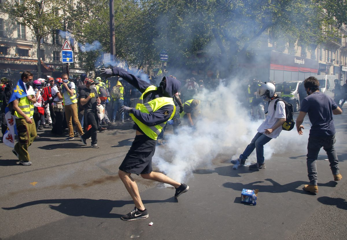 France Protests yellow vest clash with police