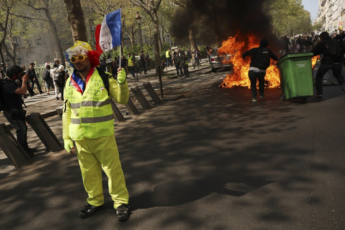 France Protests paris yellow vest clash with police