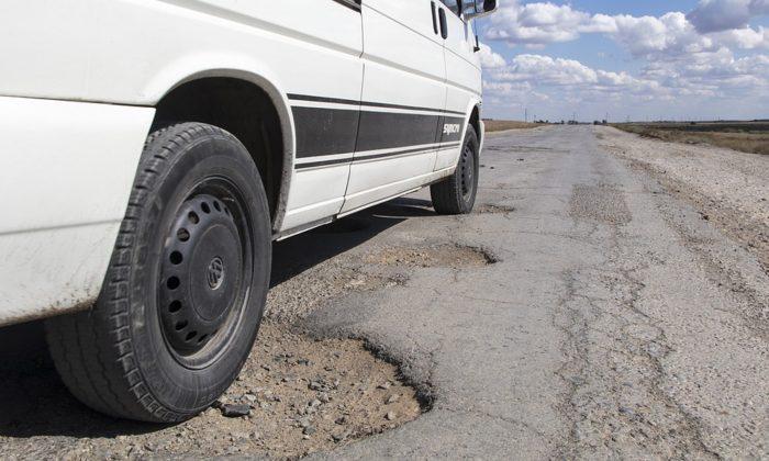 Stock image of a pothole. (Odejacob/Pixabay)
