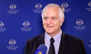 Business Owner Brings 30 Employees to See Shen Yun