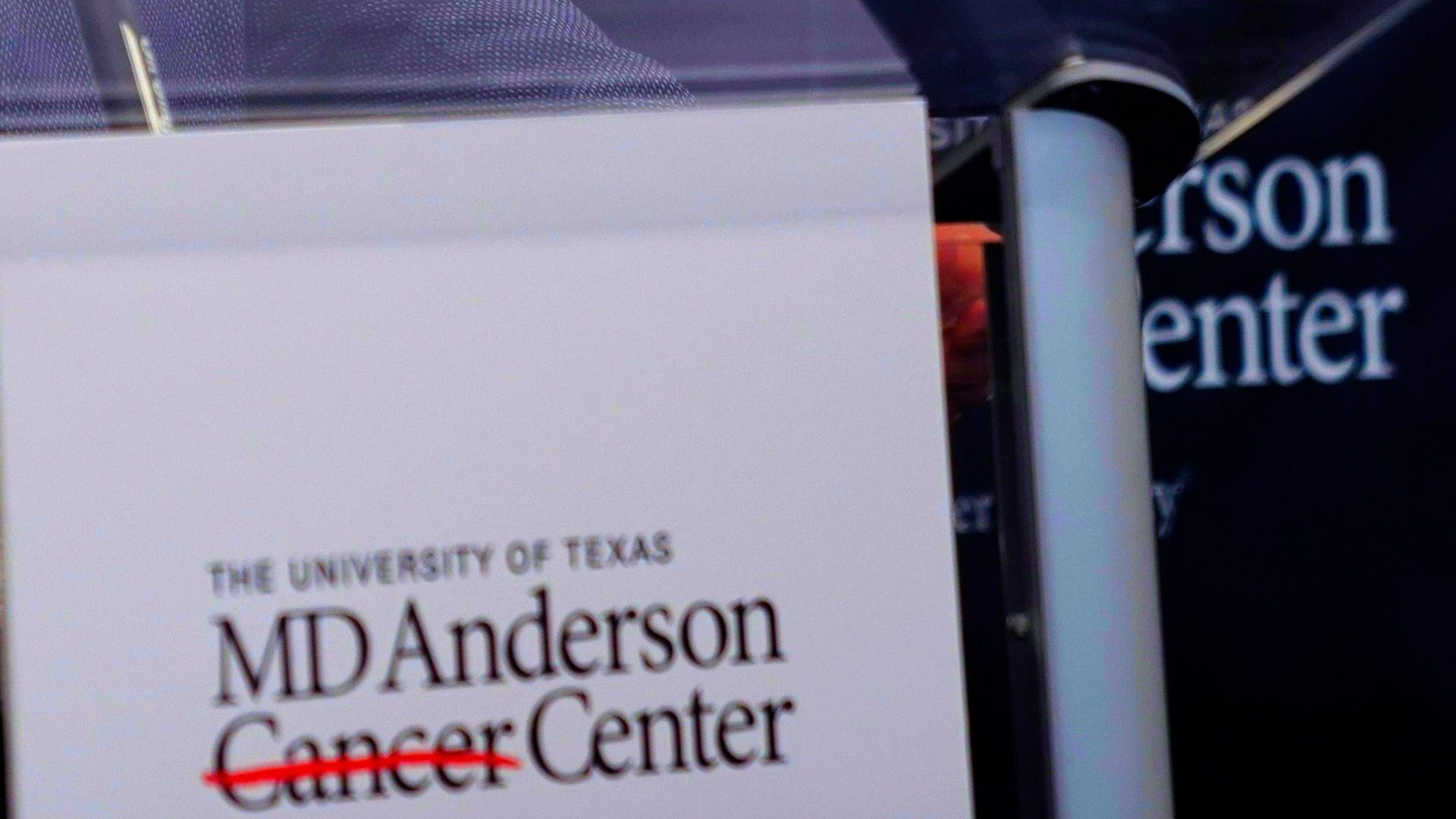 theepochtimes.com - lorenz duchamps - Texas Cancer Center Ousts 3 Over Chinese Data Theft Concerns