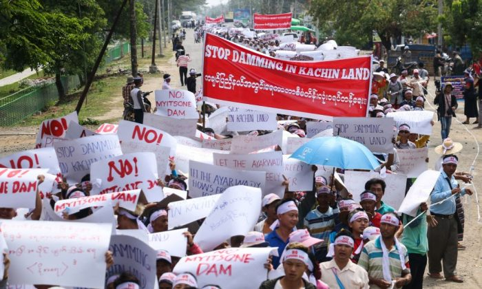 People from Kachin State take part in a protest against the Myitsone dam project in Waingmaw, near the Myitkyina capital of Kachin State, on April 22, 2019. (Zau Ring Hpra/AFP/Getty Images)
