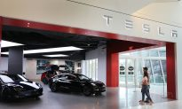 Musk Makes Self-Drive Technology Tesla's Costly New Calling