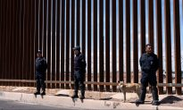 Over 1,300 Migrants Break out of Mexican Detention Facility
