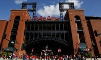 Family of Heart Donor Meet Recipient By Chance At St. Louis Baseball Game