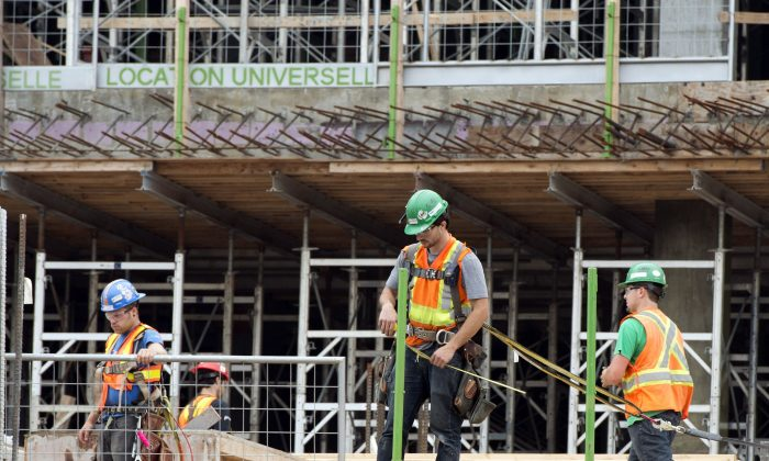 Constructionworkersin Montreal in a file photo. Economists are analyzing why Canada's economy is showing impressive job growth while GDP stagnates. (The Canadian Press/Ryan Remiorz)