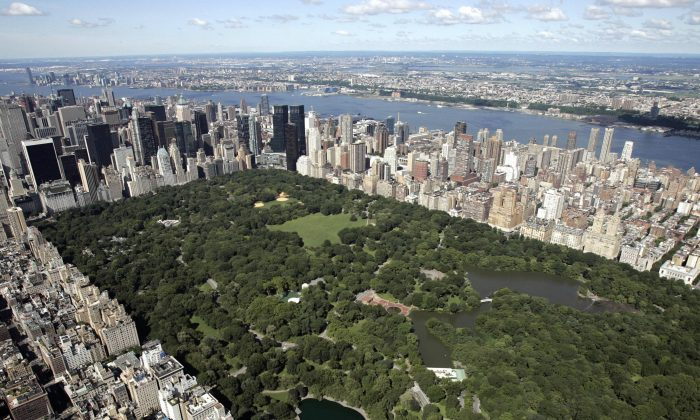 Aerial view of Manhattan looking south over Central Park, New York, July 1, 2007. (Stan Honda/AFP/Getty Images)