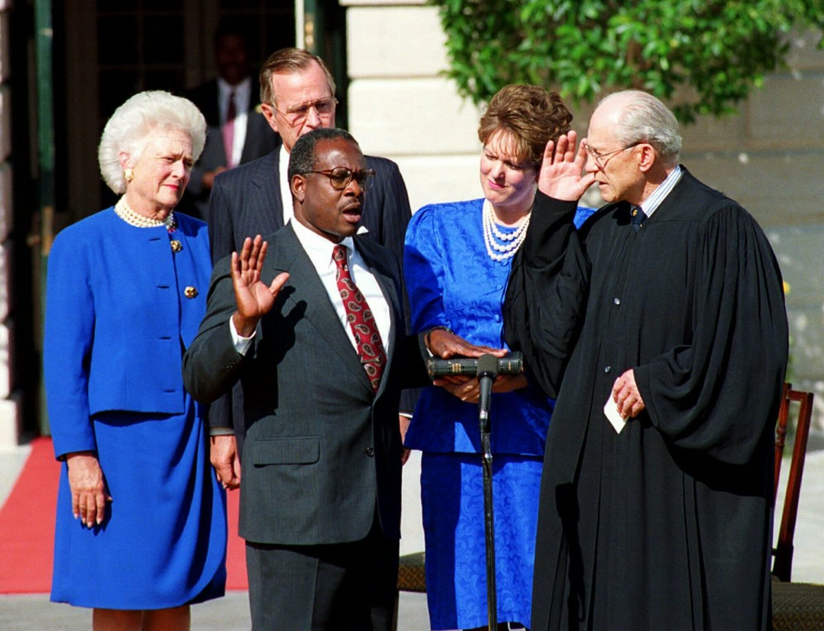 Clarence Thomas is sworn in to the Supreme Court