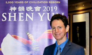 Classical Concert Pianist Eric Le Van Commends Shen Yun's Efforts to Bring Back Traditions
