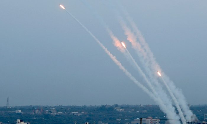 Rockets are fired from Gaza towards Israel, in Gaza, on May 5, 2019. (Reuters/Mohammed Salem)