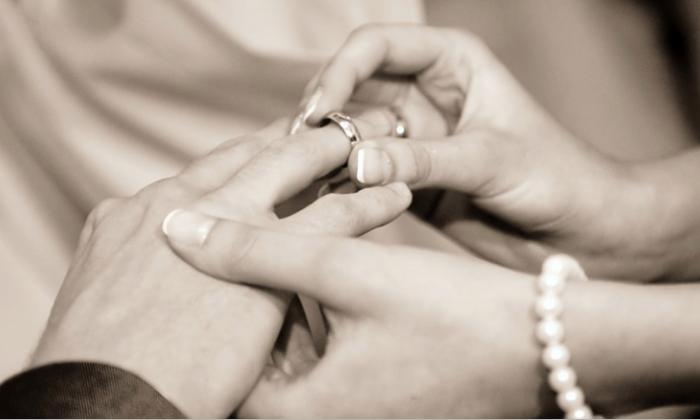 Stock image of a wedding. (Kgorz/Pixabay)