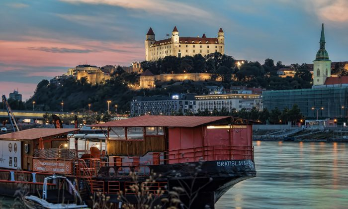 A view of Bratislava Castle from the Danube River. (Peter Tóth/Pixabay)