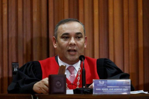 O presidente da Suprema Corte da Venezuela, Maikel Moreno, lê uma declaração em Caracas, Venezuela, em 22 de janeiro de 2018 (REUTERS / Marco Bello)